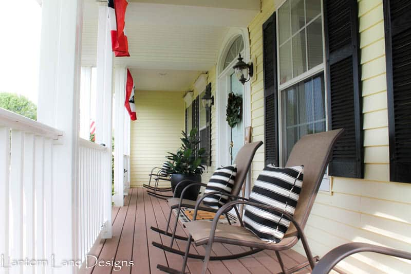 Front porch decor, painting outdoor shutters