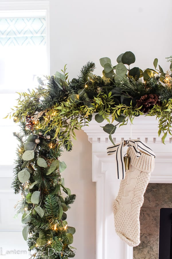 how to make your garland look fuller simple christmas mantel decorating ideas