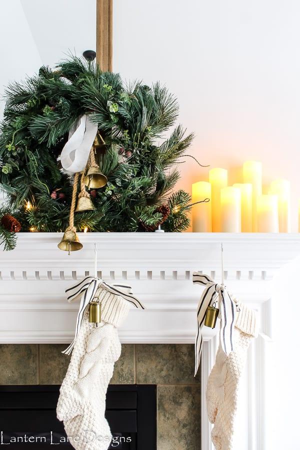 So lassen Sie Ihre Girlande voller aussehen (einfache Dekorationsideen für den Weihnachtsmantel)
