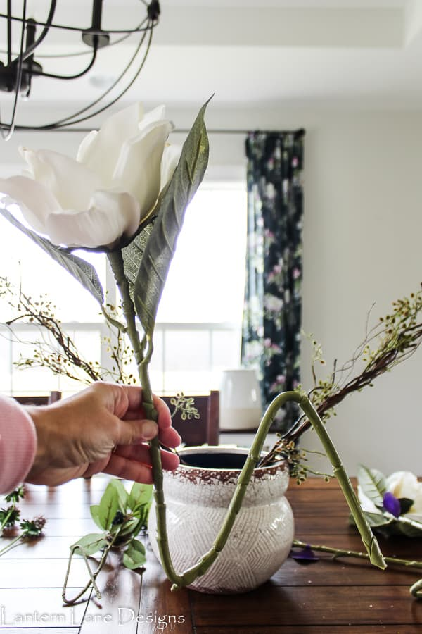 How to make a floral centerpiece