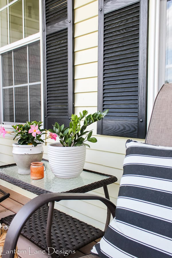 Summer front porch decor ideas using flowers and plants