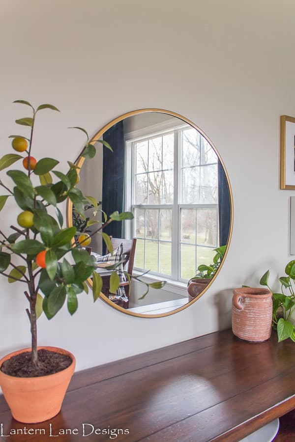 Using mirrors to make your room feel larger
