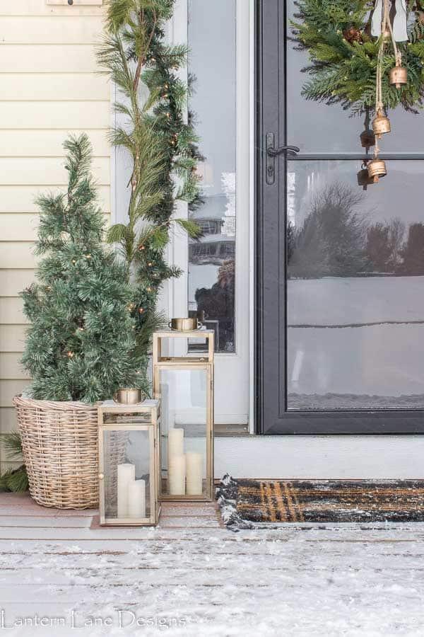 fornt porch christmas decor